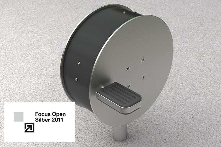 Radtrainer des Bewegungsparcours Giro Vitale mit Logo der Auszeichnung Focus Open Silver 2011