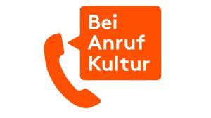 """Logo zeigt Telefonhörer mit Sprechblase in der """"Bei Anruf Kultur"""" steht"""